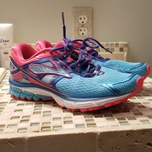 Brooks Ravenna 6 size 10.5 women's shoes